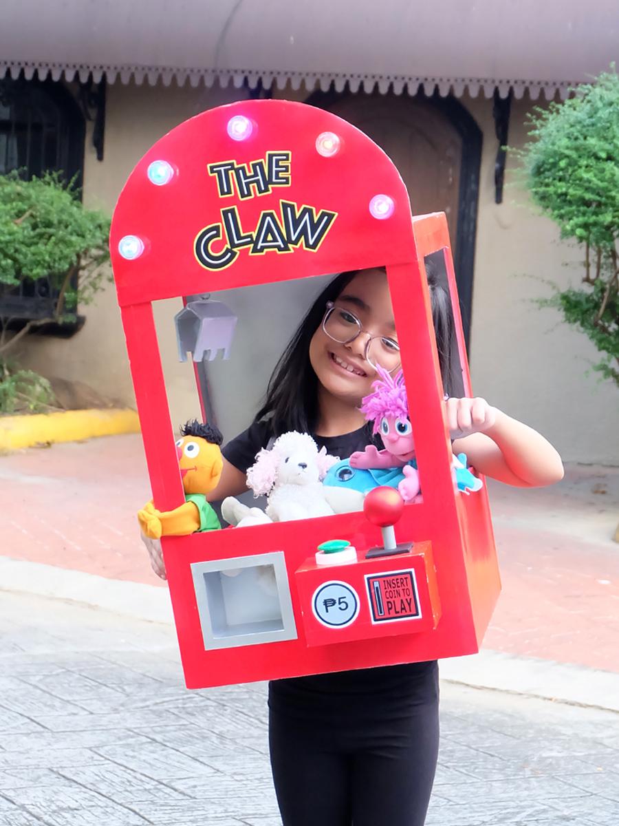 DIY Claw Machine Costume